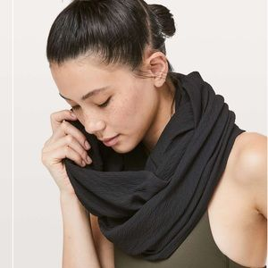 New Lululemon Black Crinkle Vinyasa Wrap Scarf